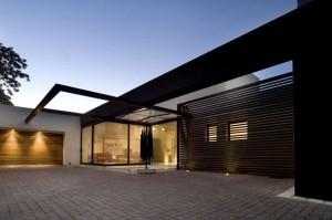 Moderna redecoración en residencia Mosi exteriores