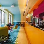 Decoración de cafetería Polaca con colores animantes