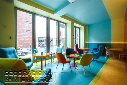 Decoración de cafetería Polaca con colores animantes (3)