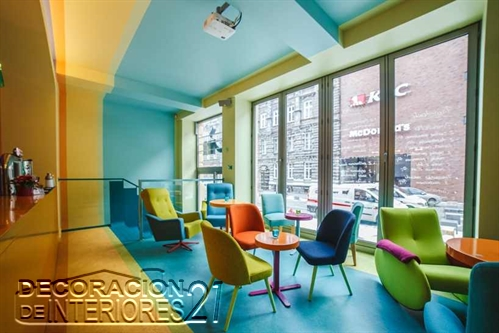 Decoración de cafetería Polaca con colores animantes (7)