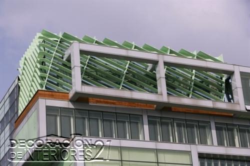 Decoración de interiores de la cámara de comercio de Eslovenia utilizando estructuras y plantas (1)