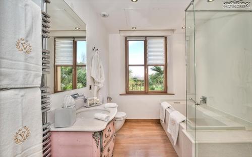 Decora tu baño con estas 28 ideas de decoración de baños al estilo moderno (17)