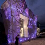 Decoración de fachada en sala ventas de lámparas – Edificio integral por Jannina Cabal & Arquitectos