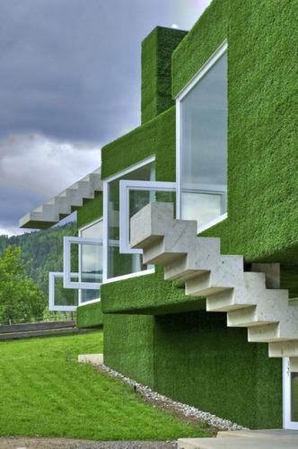 nuestras paredes exteriores y fachadas con pasto