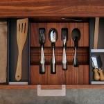 Organizacion de cubiertos de mesa y cocina