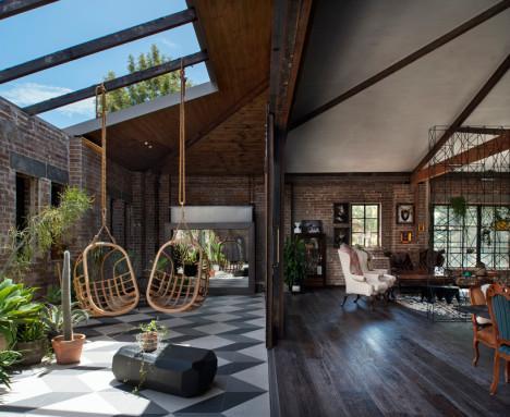 Una vista del interior de un pequeño jardín de la casa