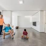 Rotación de gabinetes centrales  que transforman la habitación en espacios amplios