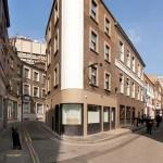 Diseño escultural de una escalera  en anclas triangular en la ciudad de Londres