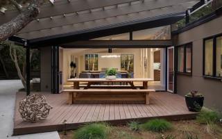 Mid-Century: moderna remodelación de una casa  en California  con espacios abiertos