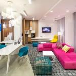 Colorido hotel en Ucrania inspirado en la vida diaria de la ciudad