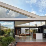 Casa Túnel moderna con enlaces  abiertos al exterior en Australia  para una pareja de jardineros