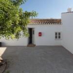 Villa reformada en la ciudad de Portugal que mantiene su encanto rústico para impresionar a los visitantes del lugar