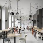 Café en Praga con interiores minimalistas que pueden aparentar ser un juego pero son una realidad