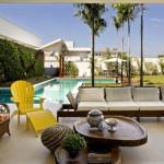 Diseño de un patio moderno con contraste que aplica correctamente su estilo en una casa en Brasil