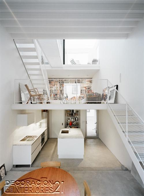 Mezzanine moderno en ambiente de casa con lavandería(23)