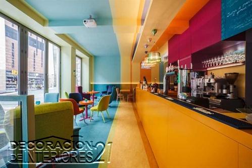 Decoración de cafetería Polaca con colores animantes (1)