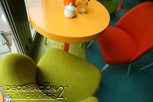 Decoración de cafetería Polaca con colores animantes (6)