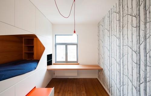 Colorido apartamento en colores citricos camas en la pared (6)