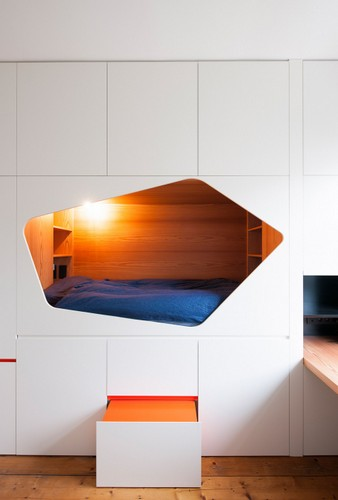 La ideologia del armario aplicada como entradas en paredes (3)
