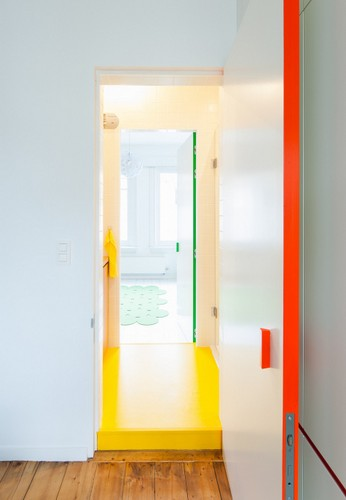 La ideologia del armario aplicada como entradas en paredes (7)