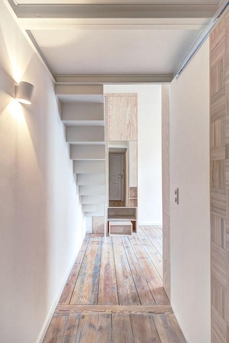 El uso de los espacios sobrantes de la escalera