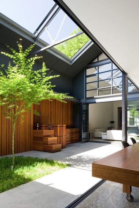 El diseño con madera es perfecto y la naturaleza le queda bien