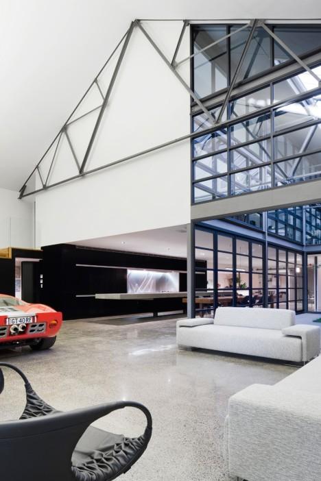 Incluso el garage se acomoda perfectamente en este lugar