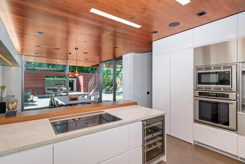 Cocina moderna y amplia